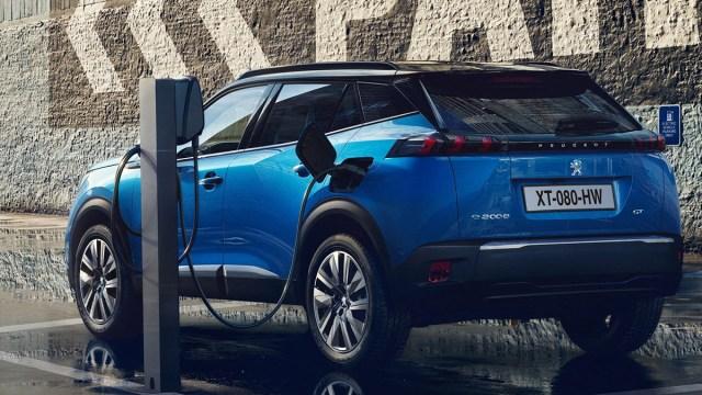 Električni Peugeotov SUV model e-2008 starta od 270 tisuća kuna