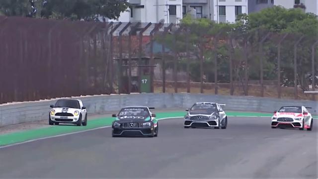 Vozačica svojim Minijem zalutala na Interlagos usred utrke