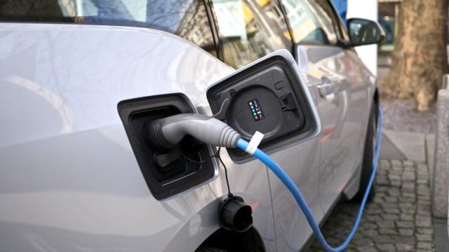"""Prodaja elektrificiranih vozila (hibridi i EV) u EU prvi puta prestigla """"čiste"""" dizelaše"""