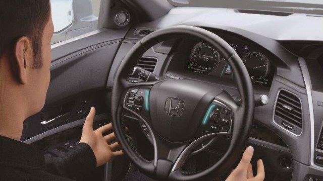 Honda Legend Hybrid EX uz Sensing Elite sustav samostalno vozi