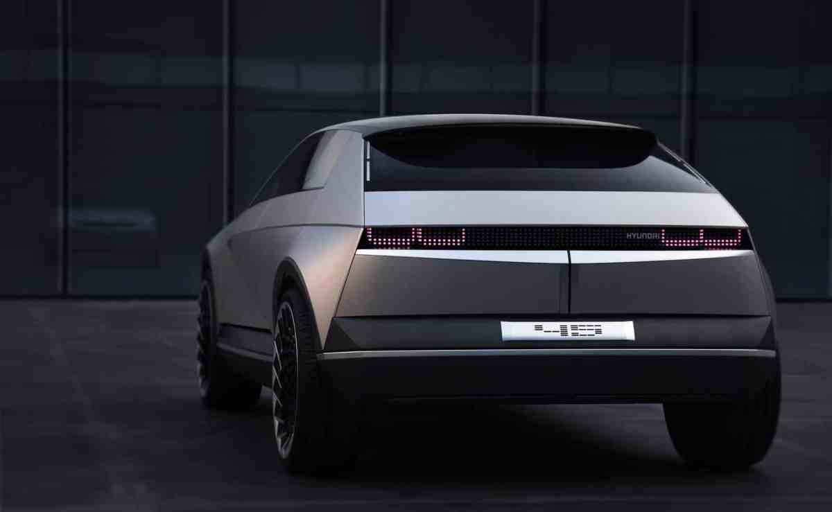 """The IONIQ 5 will arrive in 2021 with a """"vintage"""" look"""