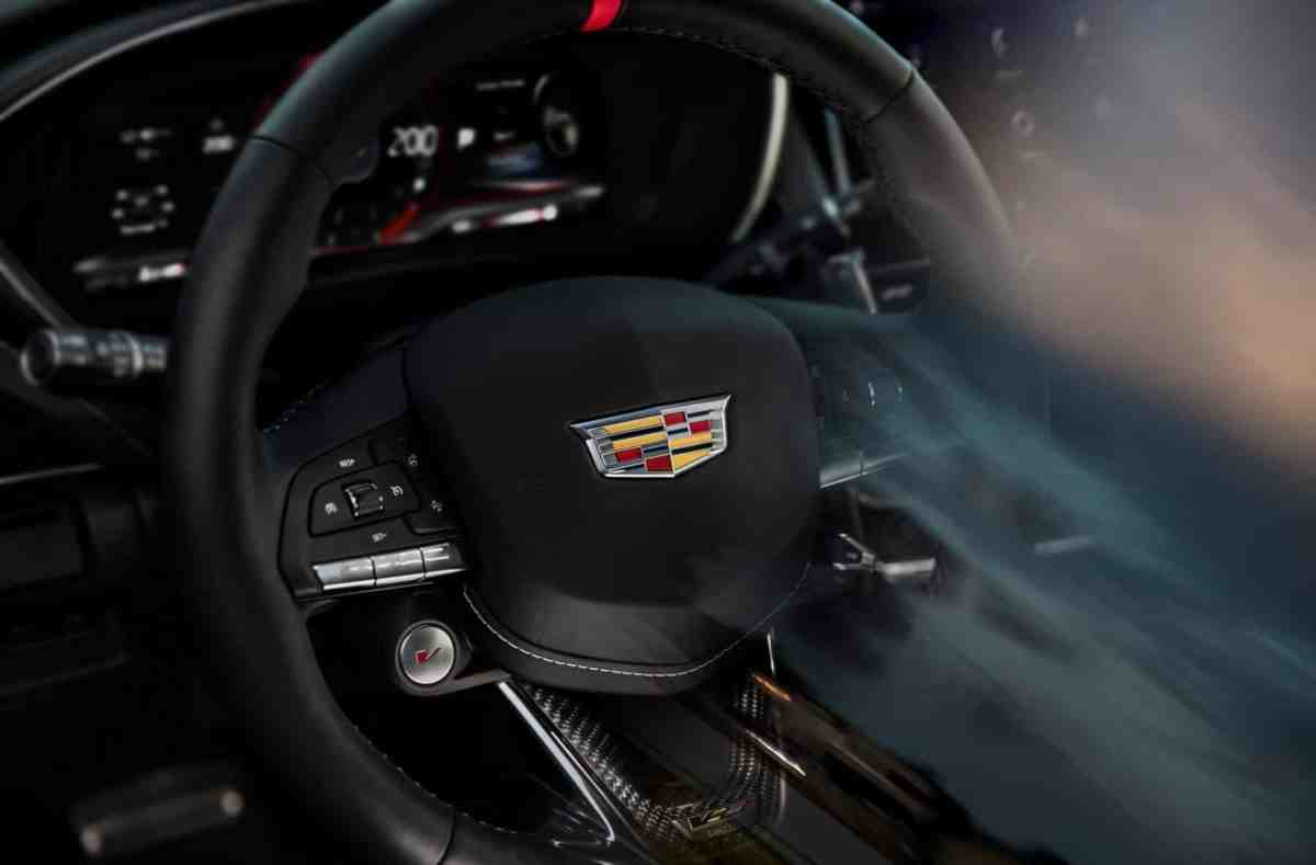 Manual gearbox and a tip of 322 km / h?