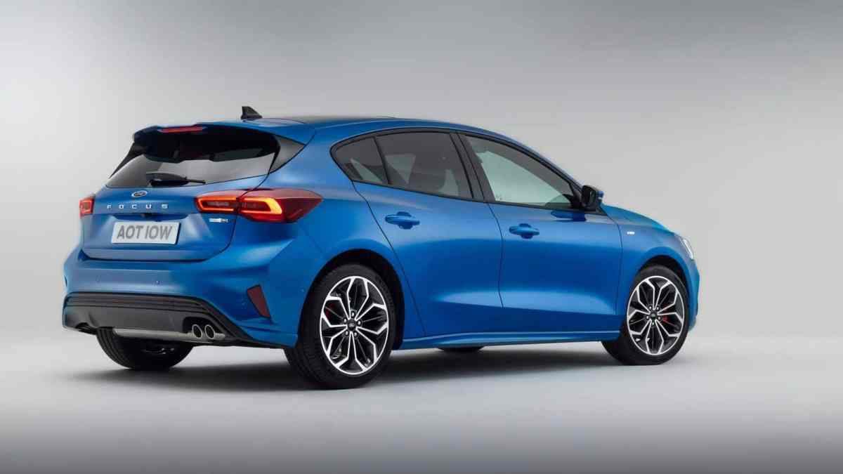 Blue Ford Focus restyling