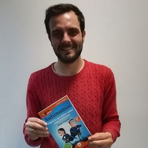 Aaron Bande ya tiene su GuíaBurros para autónomos