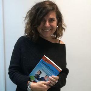 Laura García, CEO de Head Cleaners tiene su GuíaBurros para autónomos