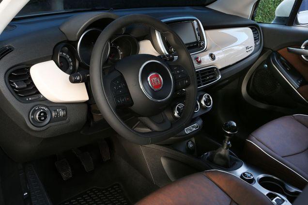 Fiat 500X Interni 2015 01