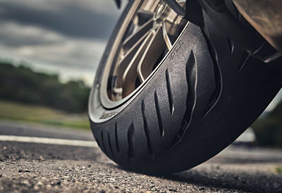 Bridgestone lanza neumáticos Battlax Sport Touring para moto