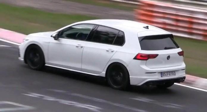 Nuova Volkswagen Golf 8 R 2021, il video in Pista al Nurburgring