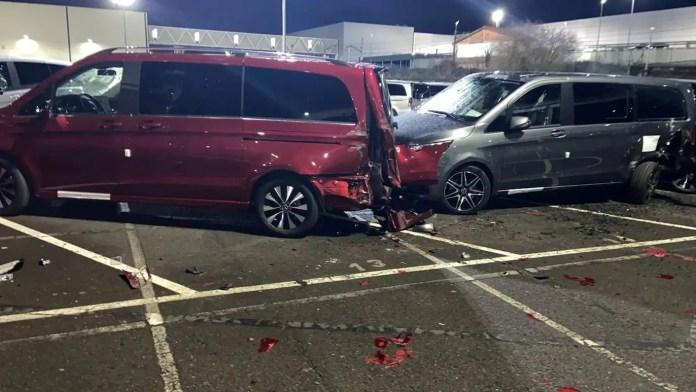 Mercedes-Benz lo licenzia e lui Distrugge 50 Furgoni Nuovi
