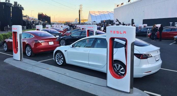 Tesla pronta alle nuove Batterie litio-ferro-fosfato