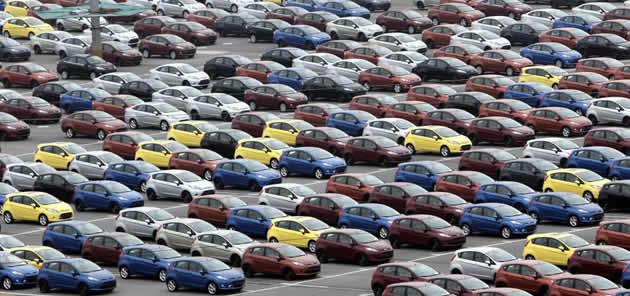 auto-invendute In Italia crolla la produzione di auto. Reggono solo i marchi di lusso