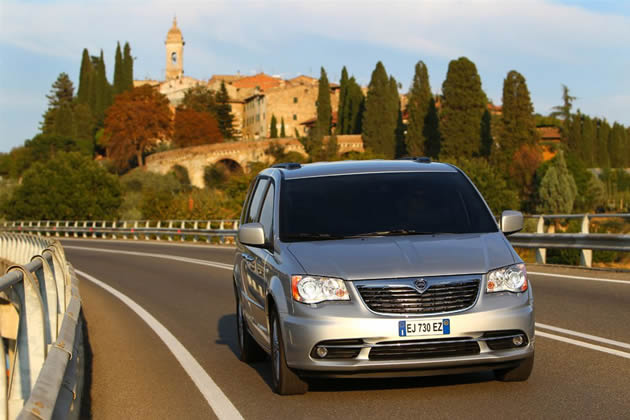 lancia-voyager-2012-platinum Lancia Voyager 2012: arriva il nuovo allestimento Platinum