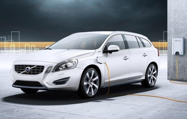 volvo-v60-plug-in-hybrid-2013 V60 Plug In Hybrid, la prima ibrida di Volvo nel 2013