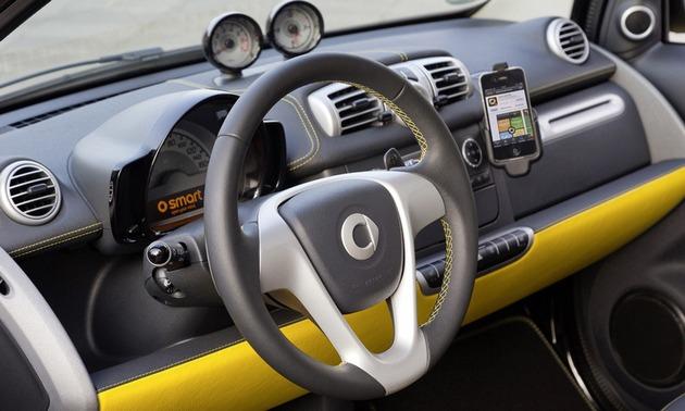 Smart-ForTwo-Cityflame-interni-volante-2013 Tra poco in Italia la Smart ForTwo Cityflame