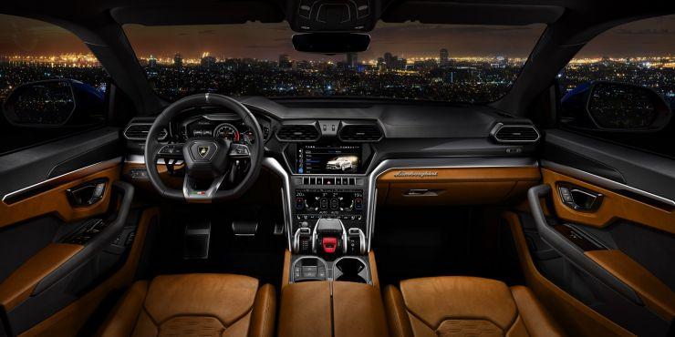 2019-lamborghini-urus-suv-interni-2-1 La Lamborghini Urus 2019 è veramente la Lambo dei SUV