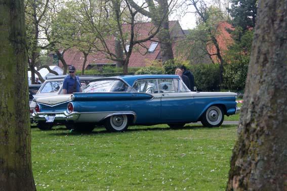 Une belle américaine... ...Mais, faut 2 garages !