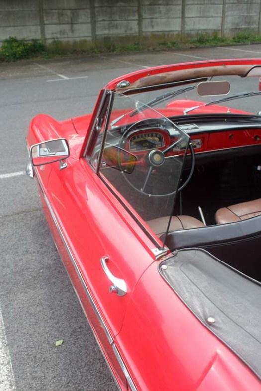 Encore une nouvelle : une superbe RENAULT Floride cabriolet...