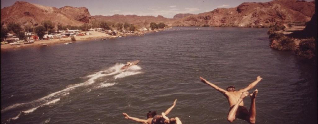 Enseñar a nadar, tirar un salvavidas o rescatar a alguien
