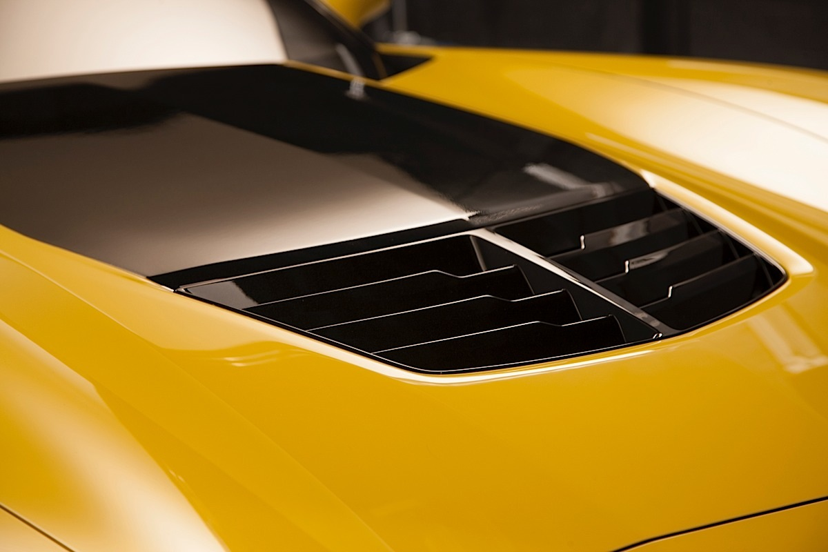 Like the Corvette Stingray, a carbon-fiber hood with functional hood vent is standard on the 2015 Corvette Z06.