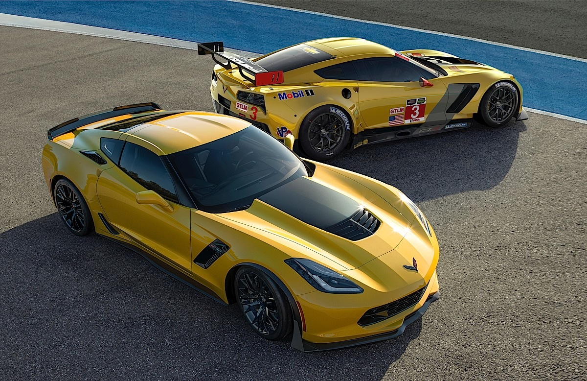 (L to R) The all-new 2015 Corvette Z06 and 2014 Corvette C7.R race car were co-developed, and represent the closest link in modern times between Corvettes built for racing and the road, sharing unprecedented levels of engineering and components including chassis architecture, engine technologies, and aerodynamic strategies.