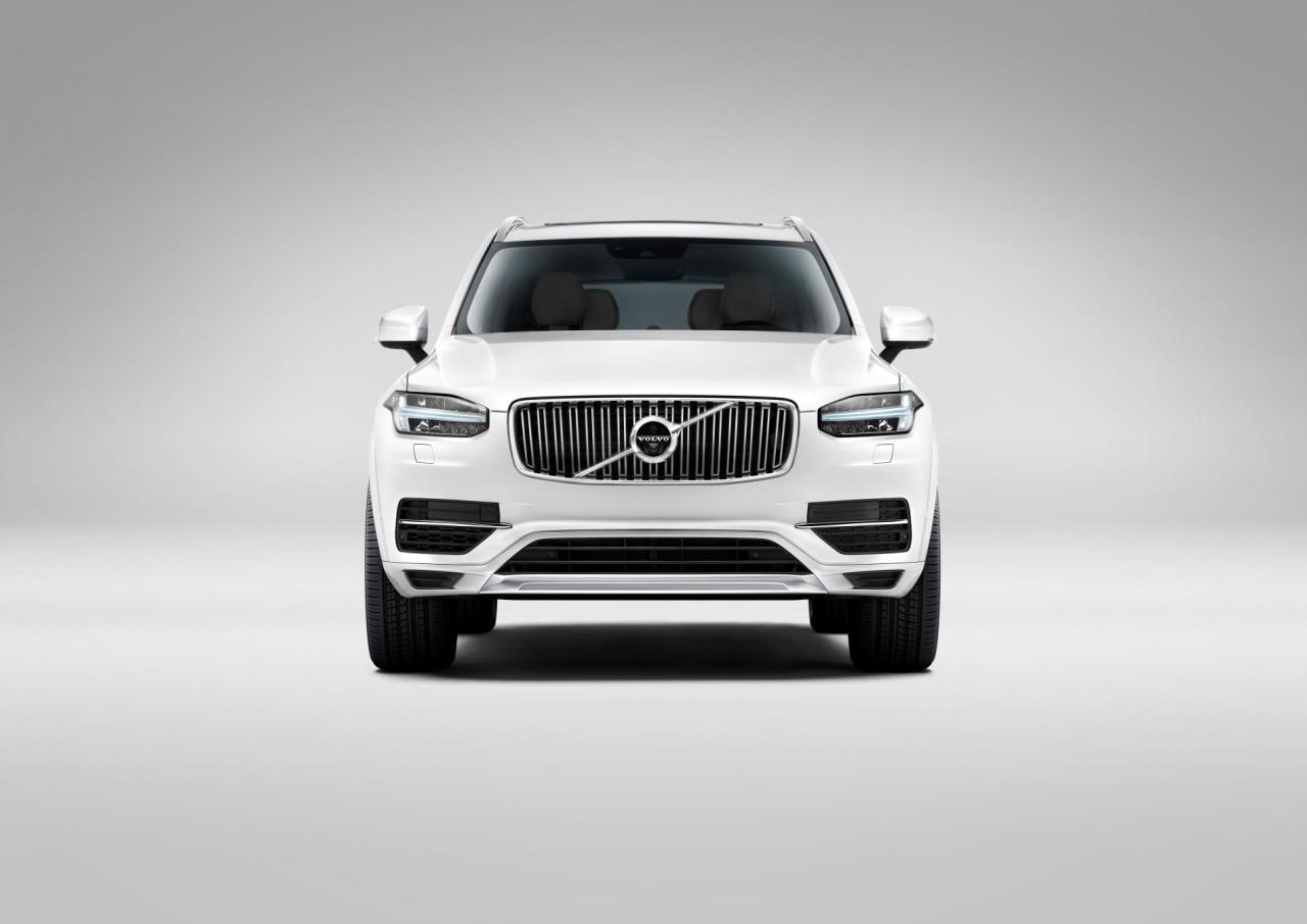 The 2014 Volvo XC90 has a bolder badge and bigger hood.