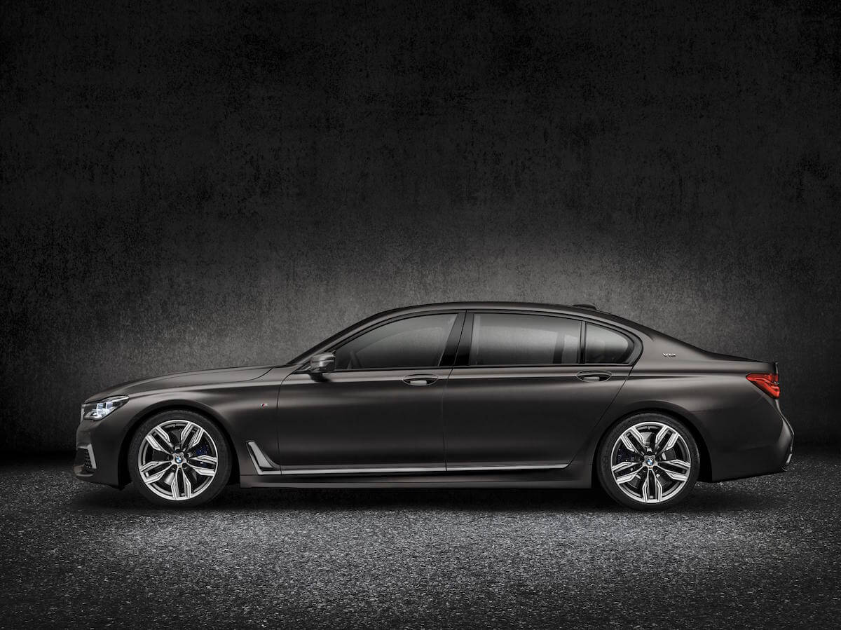 2017 BMW M760i xDRIVE Picture 11