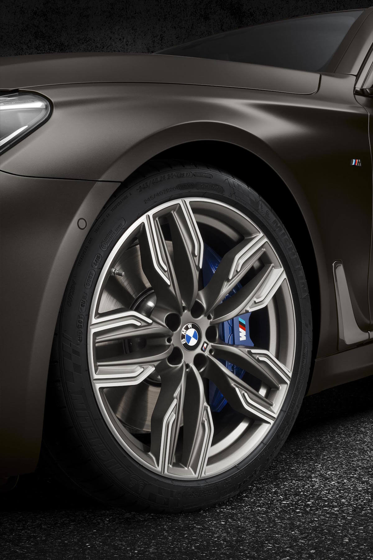 2017 BMW M760i xDRIVE Picture 9