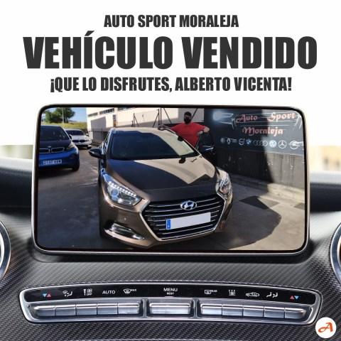 Alberto Vicenta recoge su Hyundai i40