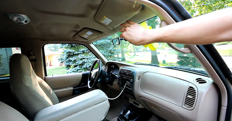 Best Way to Clean Inside of the Windshield With Glass Cleaner