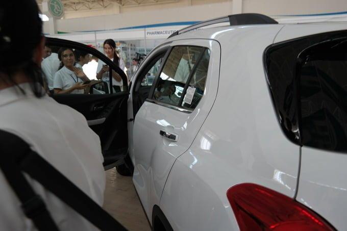 Chevrolet Tracker Uzbekistan на выставке в Джизаке