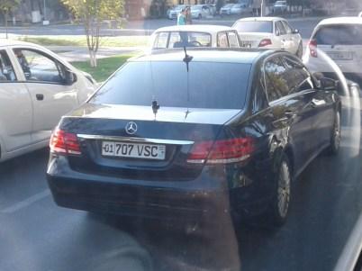 Mercedes начальника МВД в Ташкенте номера 01 707 VSC