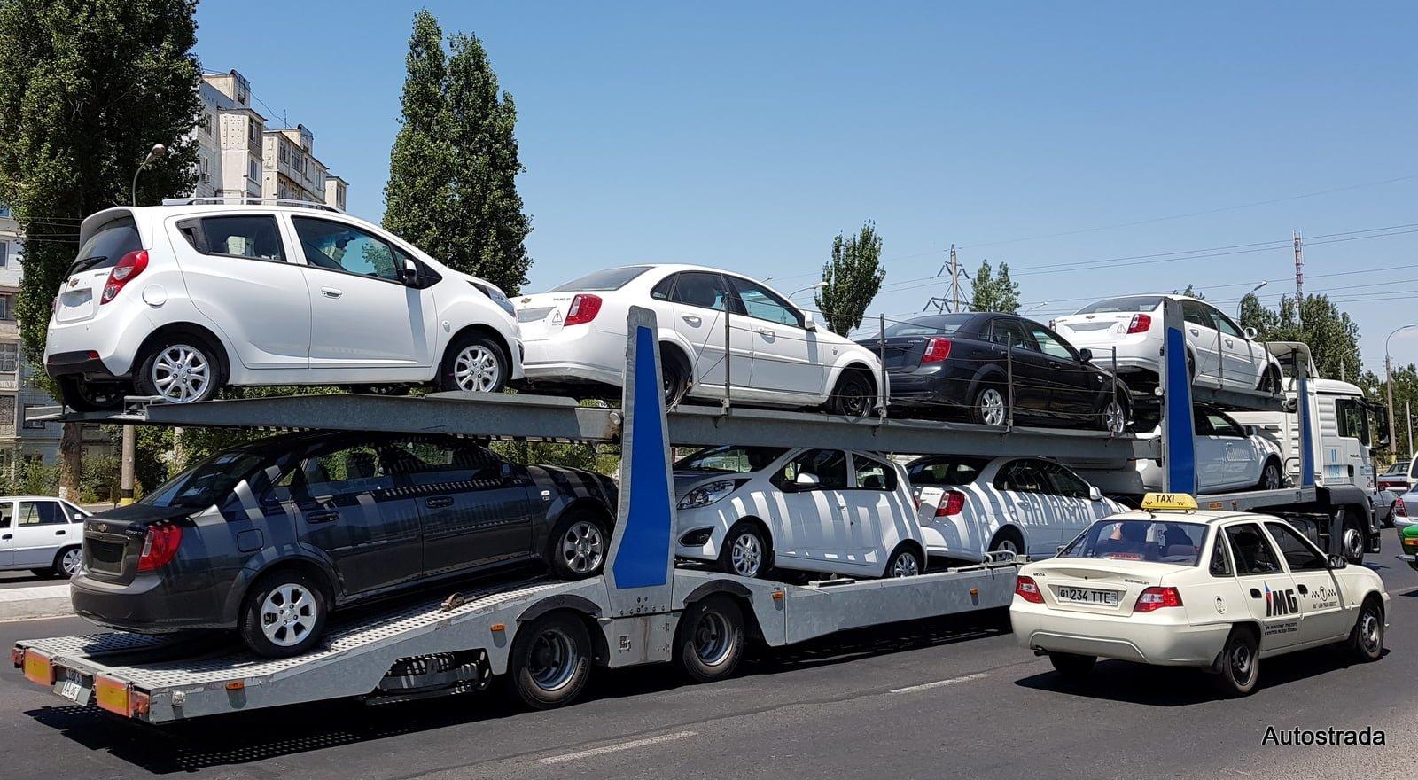 Автовоз с автомобилями GM Uzbekistan - Трейлер с машинами Chevrolet