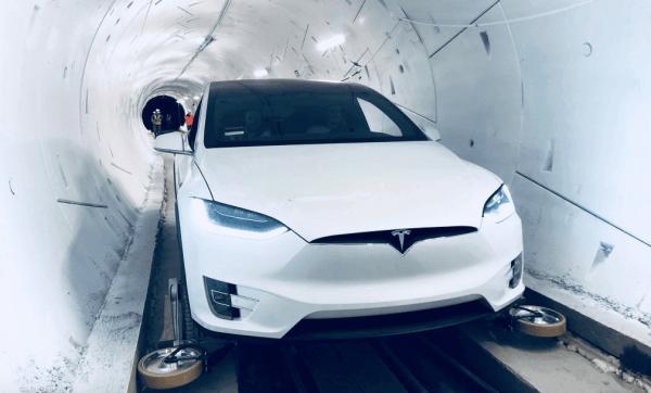 Илон Маск построил скоростной подземный тоннель в Калифорнии