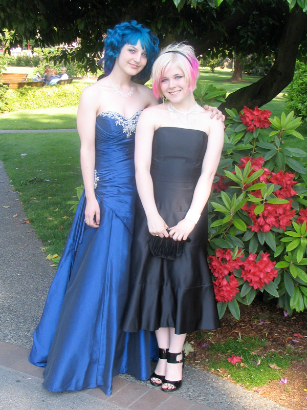 Lesbian Prom Gallery Heartwarming Photos Of Girls Taking