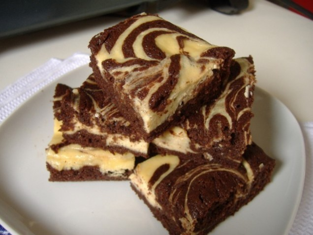 Great-Edibles-Recipes-Cheese-Cake-Swirl-Brownies-Weedist-640x480