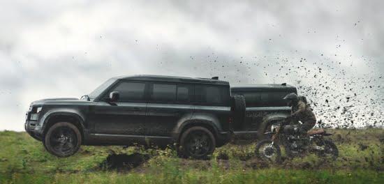 Uusi Land Rover Defender esittää omat stunttinsa