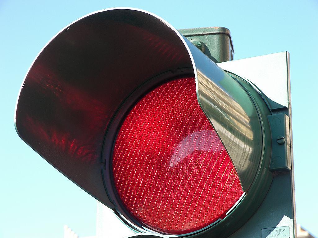 Semaforo rosso multa anche se viene superata di poco la