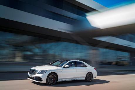 Mercedes-AMG S 63 4MATIC+, designo diamantweiß bright // Mercedes-AMG S 63 4MATIC+, designo diamond white bright Kraftstoffverbrauch kombiniert: 8,9 l/100 km, CO2-Emissionen kombiniert: 203 g/km // Fuel consumption combined: 8,9 l/100 km; Combined CO2 emissions: 203 g/km