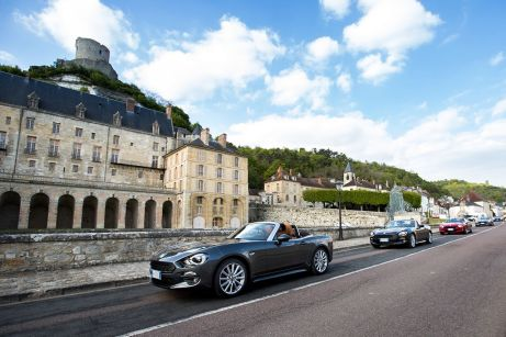 170424_Fiat_124_Spider_sweeps_France_01