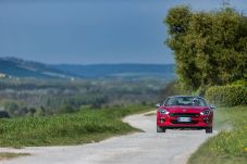 170424_Fiat_124_Spider_sweeps_France_02