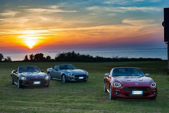 170424_Fiat_124_Spider_sweeps_France_12