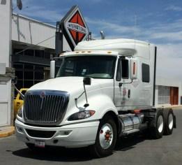 Navistar entrega unidades ProStar a Grupo Transportes
