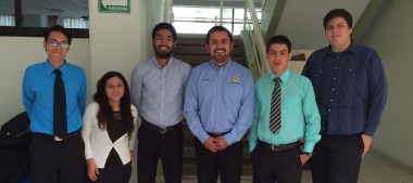 Estudiantes diseñan vehículo eléctrico de reparto
