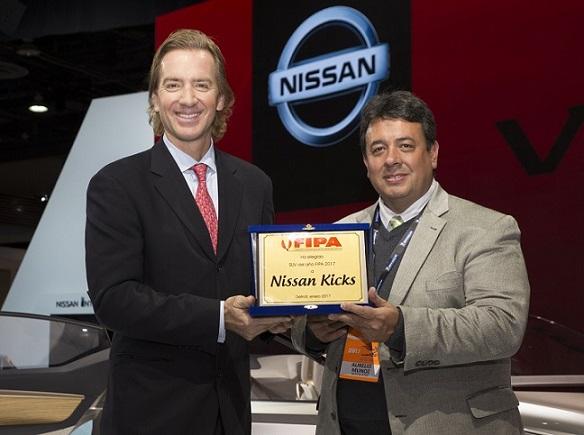 """VIDEO: Nissan Kicks es el """"SUV del Año 2017"""""""