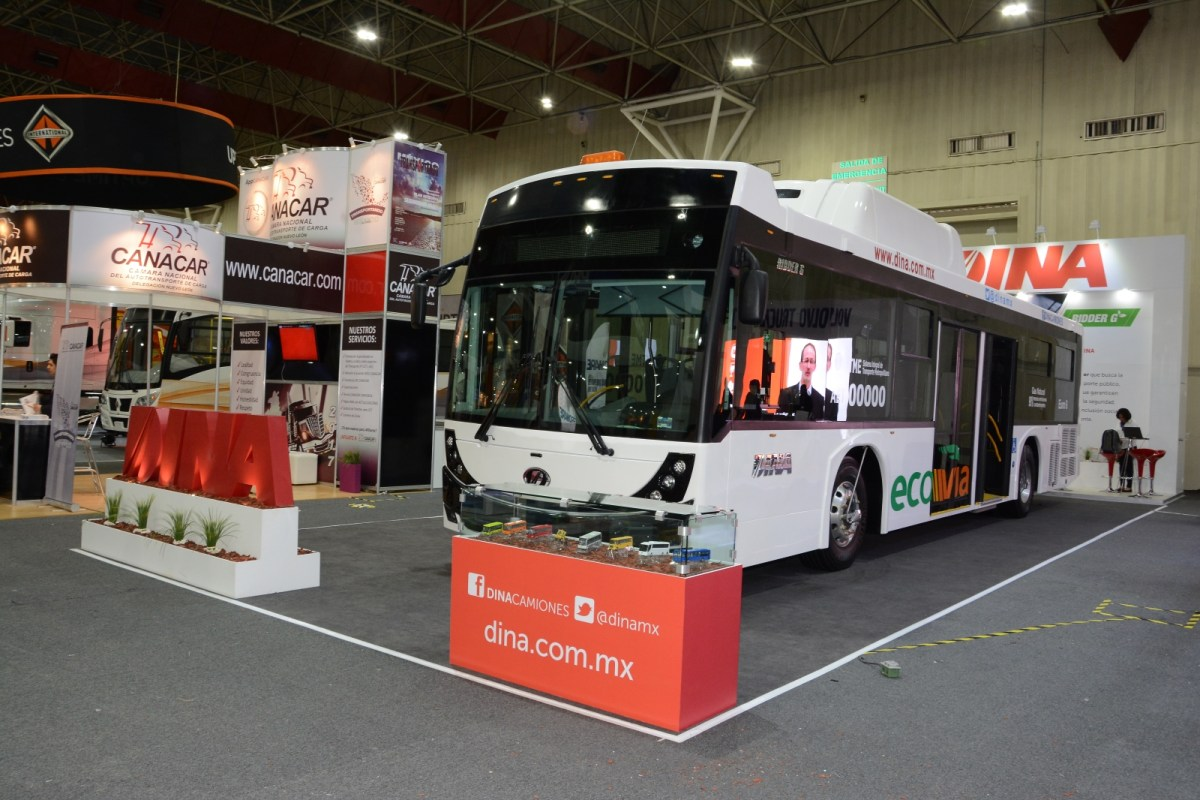 Ruta 310 adquiere 30 autobuses DINA en Expo Proveedores 2017
