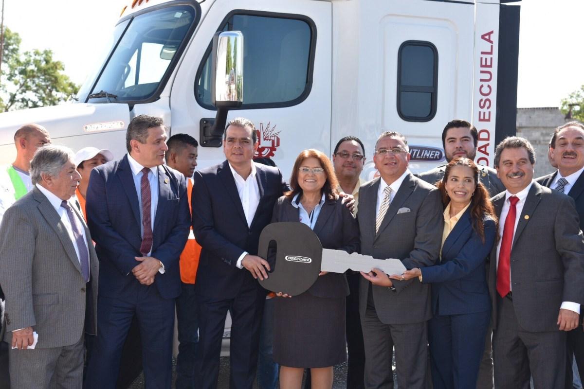 Mantiene Daimler Trucks impulso a la profesionalización de operadores