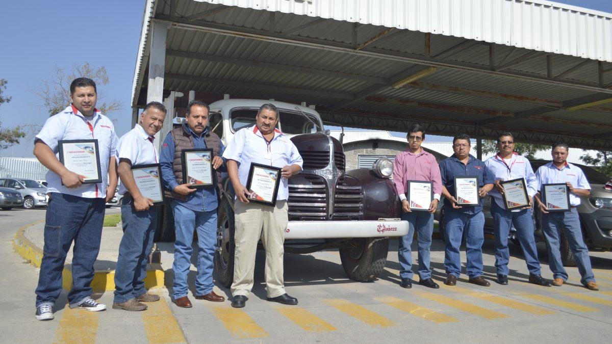 Hombres de acero: reconoce Tresguerras a operadores con más kilómetros en 2019