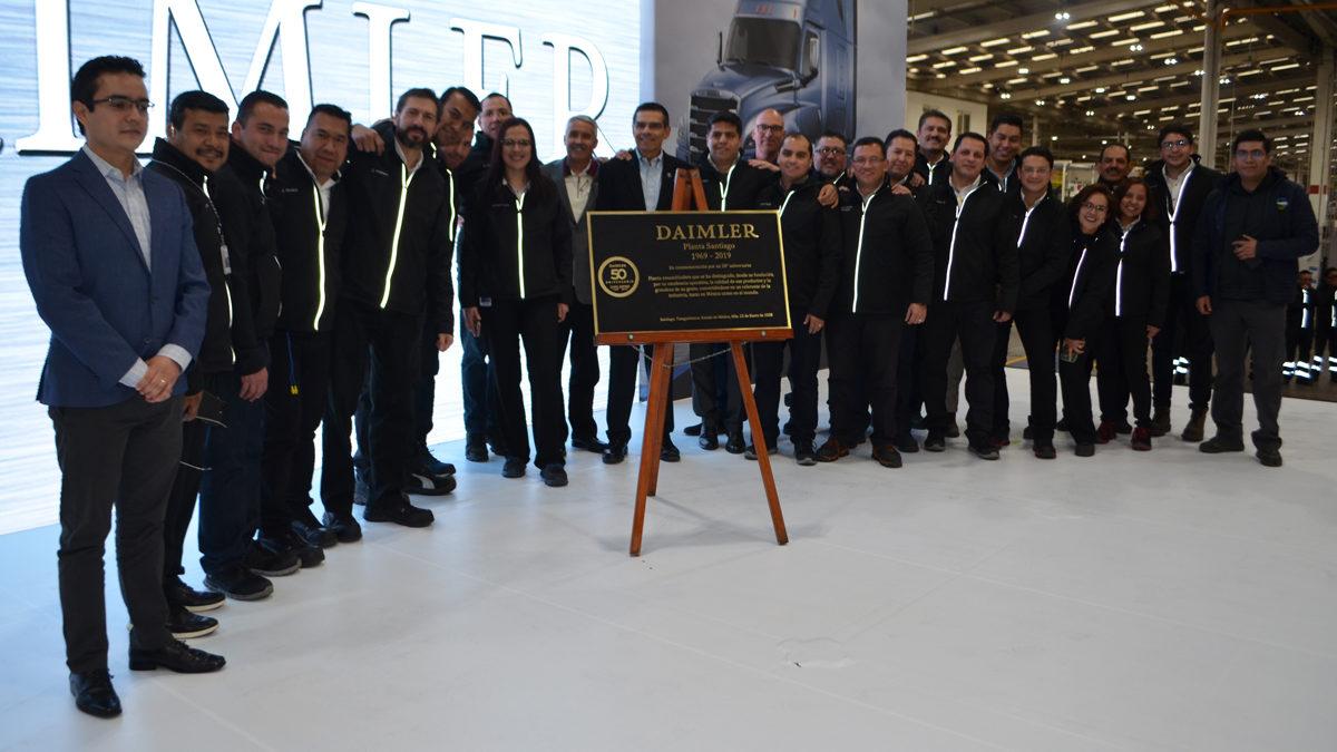 Celebra Daimler 50 años de innovación en Planta Santiago