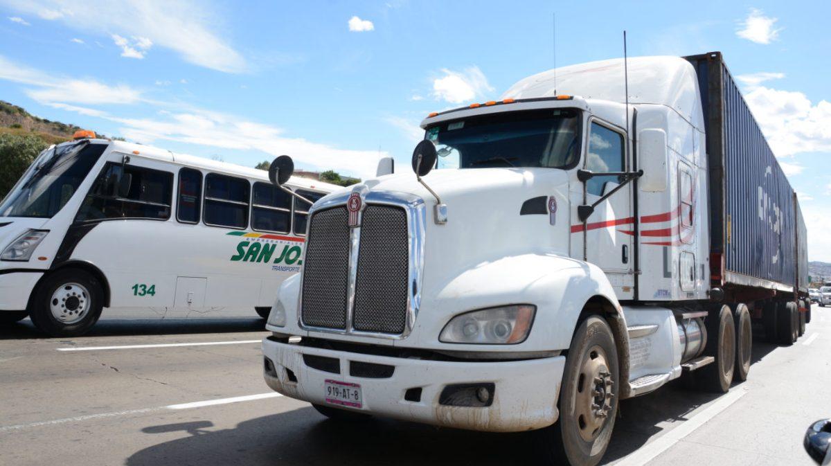 COVID-19 e inseguridad frenan al autotransporte de carga