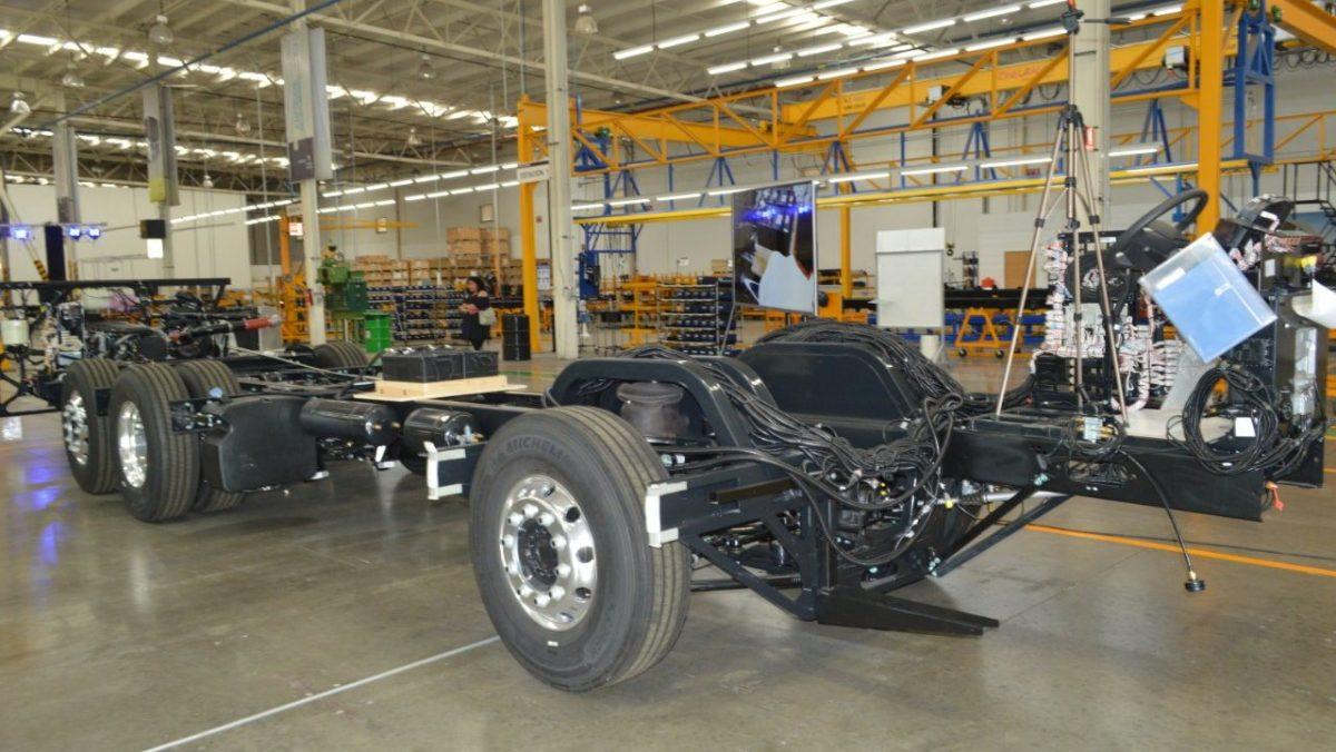 18 de mayo inicia preparación para reactivar la industria automotriz